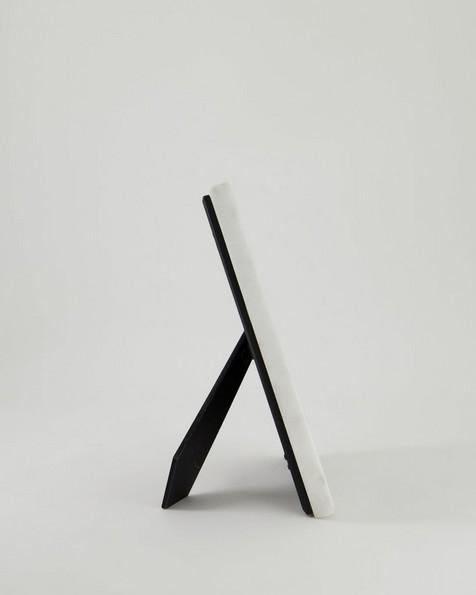 Marble & Ribbed Frame -  white
