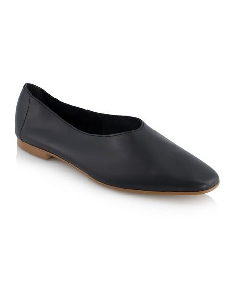 Sara Shoe  -  black