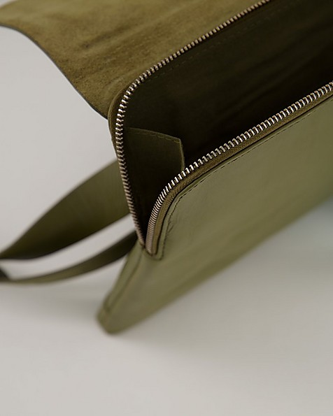 Malik Envelope Laptop Bag -  olive
